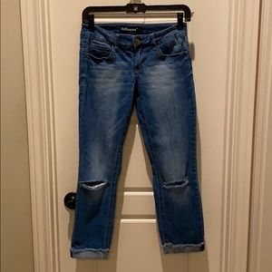 These are Dollhouse Ankle crop jeans, size 3 ❤️